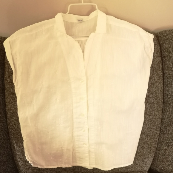 Pretty white blouse by Old Navy